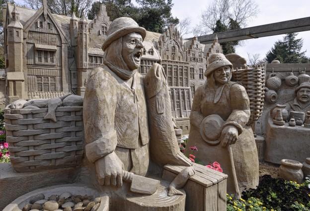 Officiele opening Zandsculpturenfestijn door een lid van de familie Poortvliet